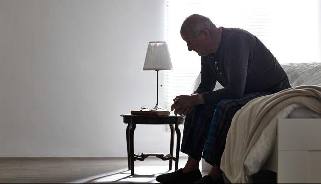 1140-older-man-sitting-on-bed-alone-esp.imgcache.rev09eaae6df9ff90c8b187be5e2e3b2cad